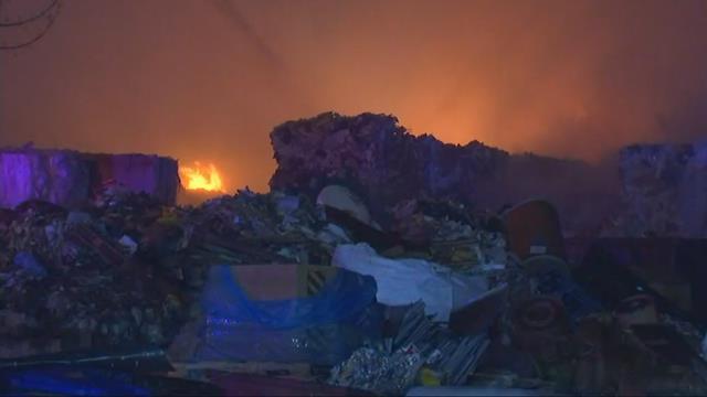 Firefighters battling commercial fire in SE Portland