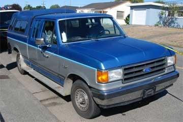 1989 Ford pickup - No license plates displayed