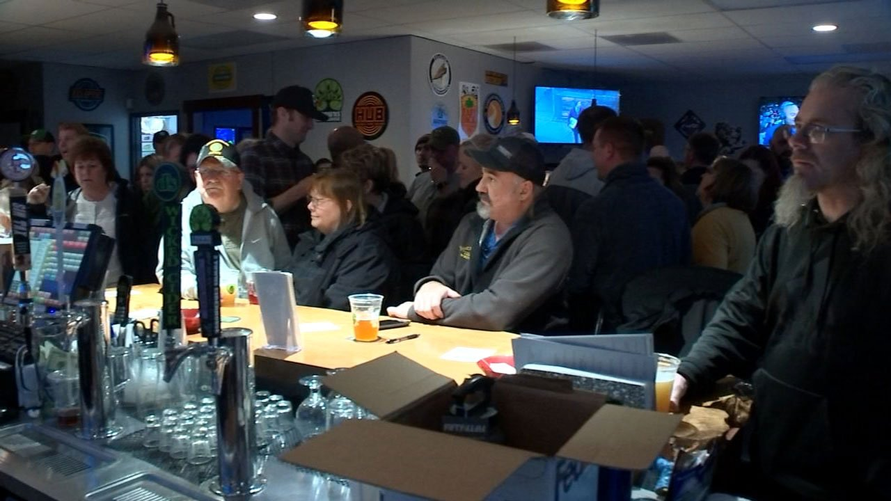 People at a fundraiser Wednesday night for Officer Barbee and his family. (KPTV)