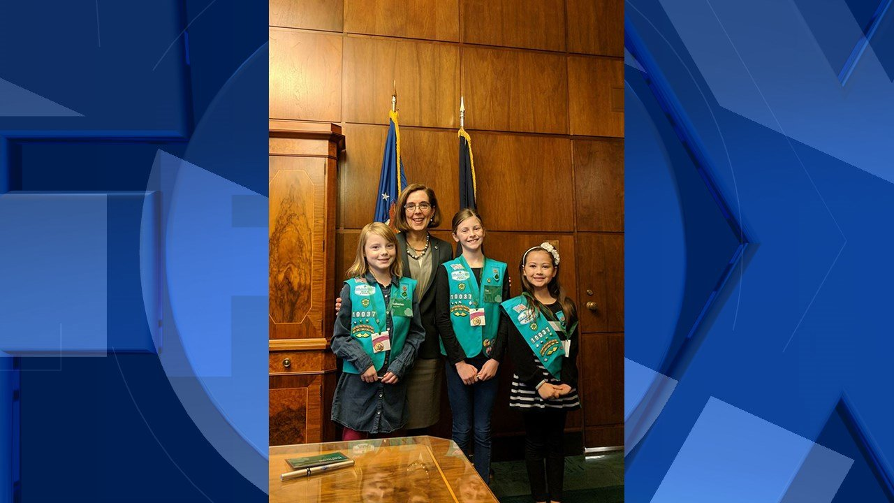 Gov. Brown with members of Troop 10037, courtesy Girl Scouts of Ore. and SW Washington