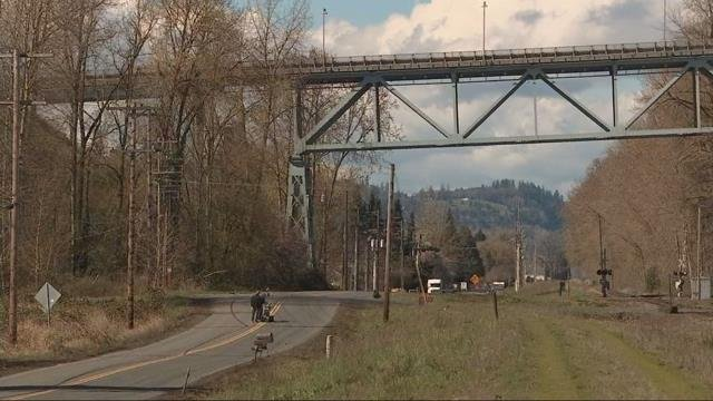Man arrested after investigation of backpacks hanging from Lewis and Clark Bridge