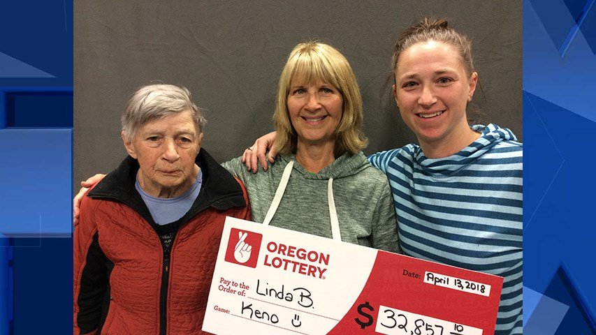 Linda Breeze with her mom and daughter (Courtesy: Oregon Lottery)
