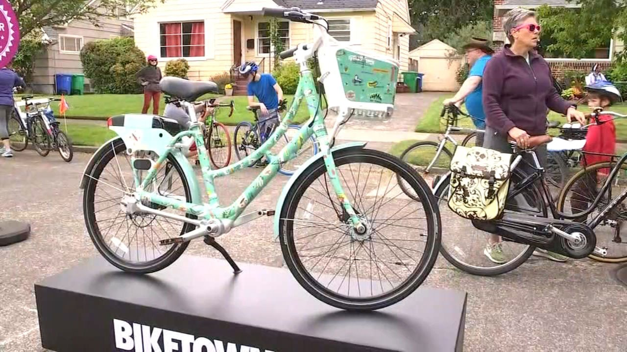 Sunday's event was also the unveiling of the southeast Portland Biketown bike. (KPTV)