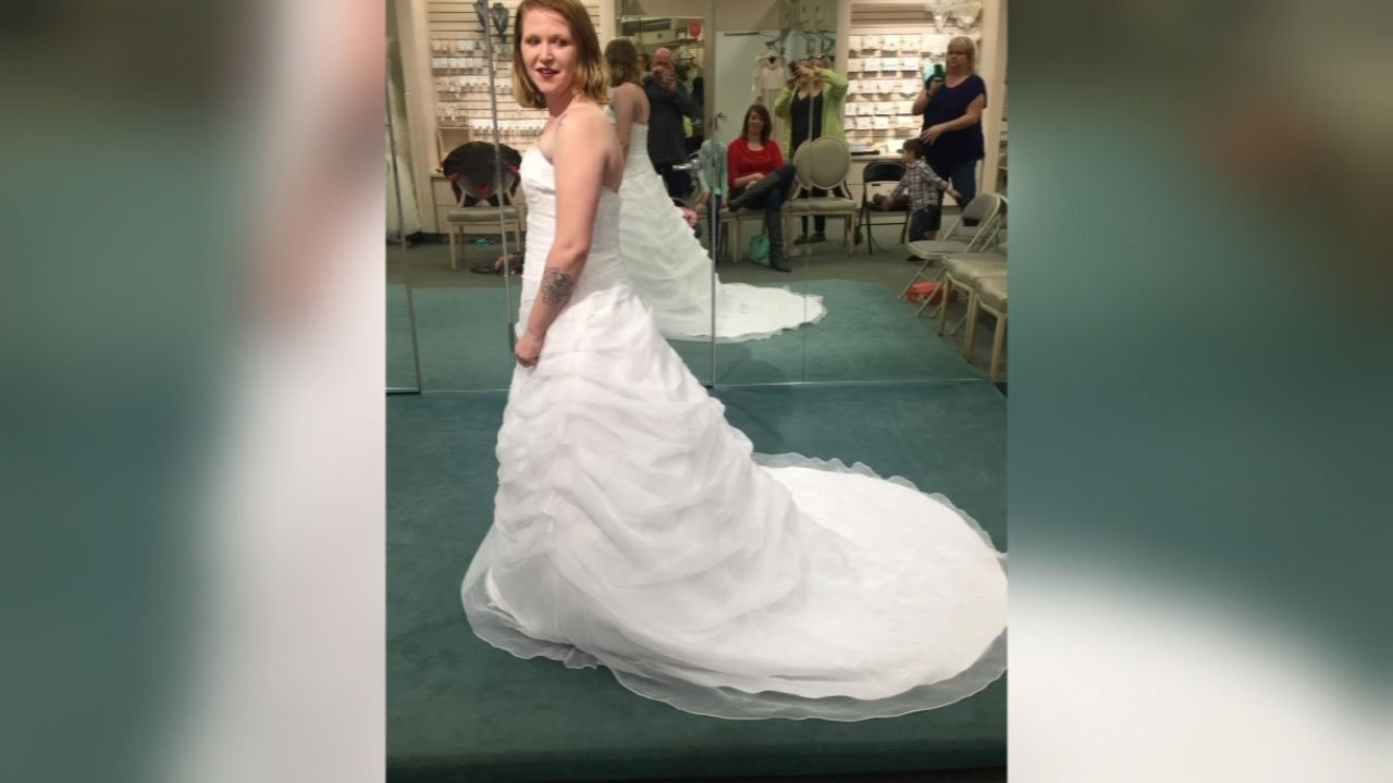 Bride to be says car with wedding dress inside stolen in for Wedding dresses in columbia sc