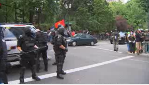 Oregon right-wingers clash with anti-fascists at march in Portland
