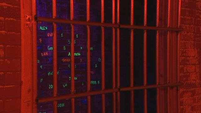 Burglar stuck in Vancouver escape room panics, calls 911