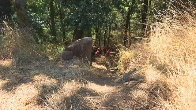 Firefighters deal with heat, cliffs, poison oak and more in Kalama brush fire