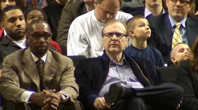 Paul Allen (right) and Blazers president Larry Miller (left).