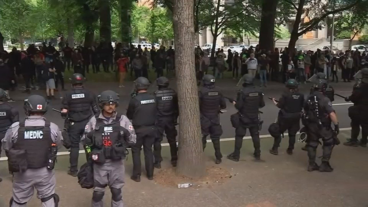 Tensions high as Patriot Prayer & Antifa protestors stage rival rallies in Portland