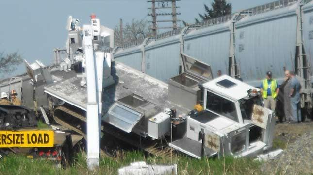 Freight train crashes into semi truck in NE Portland - KPTV - FOX 12