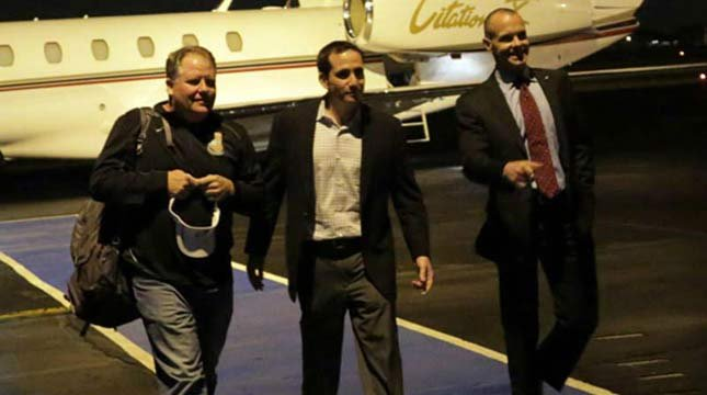 Photo of Chip Kelly arriving in Philadelphia with Eagles executives, via @EaglesInsider on Twitter