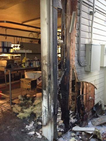Fire damages mcgrath 39 s fish house in milwaukie kptv fox 12 for Mcgraths fish house