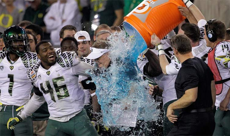 Oregon head coach Chip Kelly gets soaked by his players during the final seconds of the Fiesta Bowl. (AP Photo/Matt York)