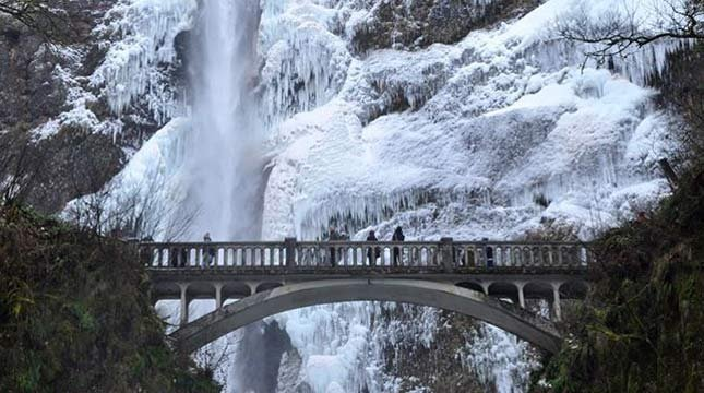 Multnomah Falls and the Benson Bridge in December 2013 (Photo: Melissa Klein Heinonen)
