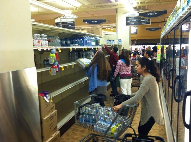 Rush for bottled water at Safeway following boil water order issued in Portland