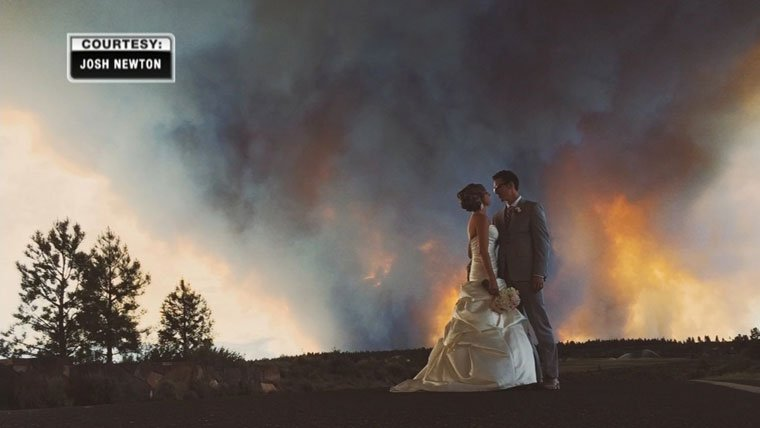 This amazing wedding photo was captured by photographer Josh Newton.