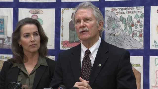 Oregon Gov. Kitzhaber is engaged to first lady Cylvia Hayes.