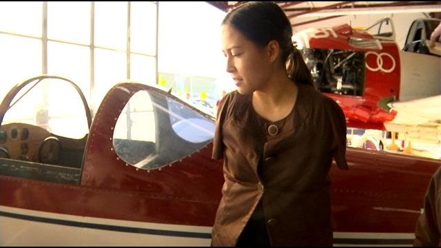 Woman pilot, born without arms speaks in Vancouver