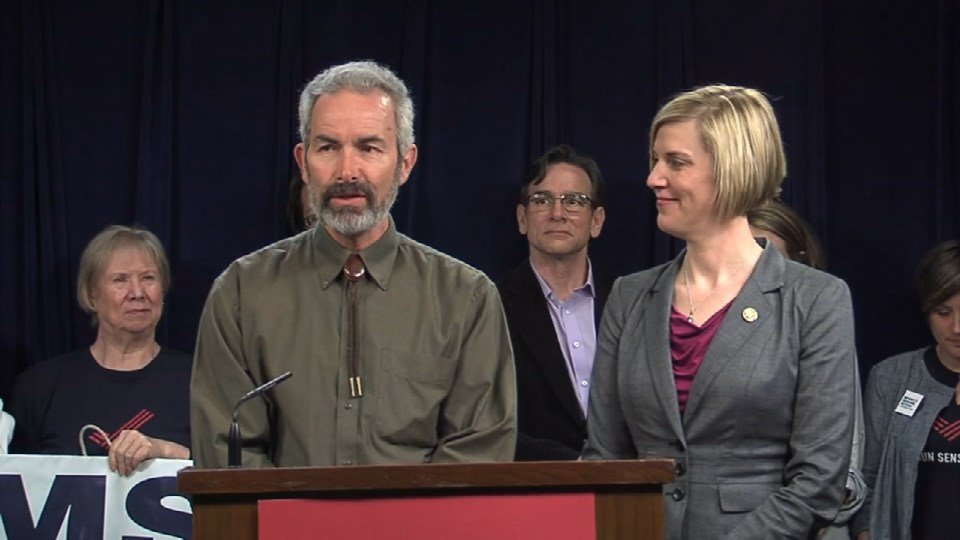 Sen. Floyd Prozanski (D-District 4) and Rep. Jennifer Williamson (D-Portland), chief sponsors of SB 941, attended a press conference to discuss the bill's passage.