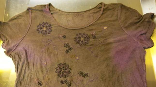 Shirt woman was wearing when her body was discovered in a suitcase at a park in Kent, WA. (Image: King County Sheriff's Office)