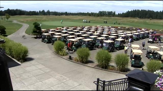 Portland Winterhawks golf for a great cause
