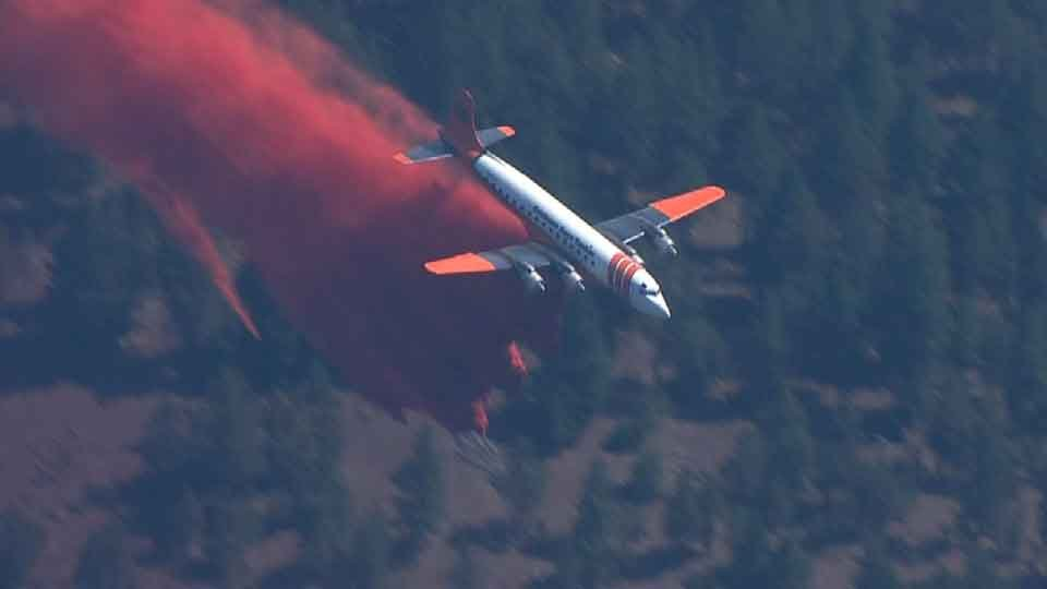 An air tanker drops flame retardant on the County Line 2 fire near Warm Springs, OR.