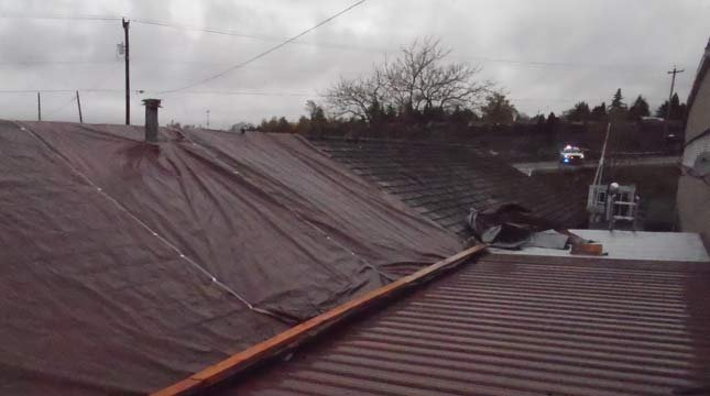 Roof where suspect was doused with water (Image: Clackamas County Sheriff's Office)
