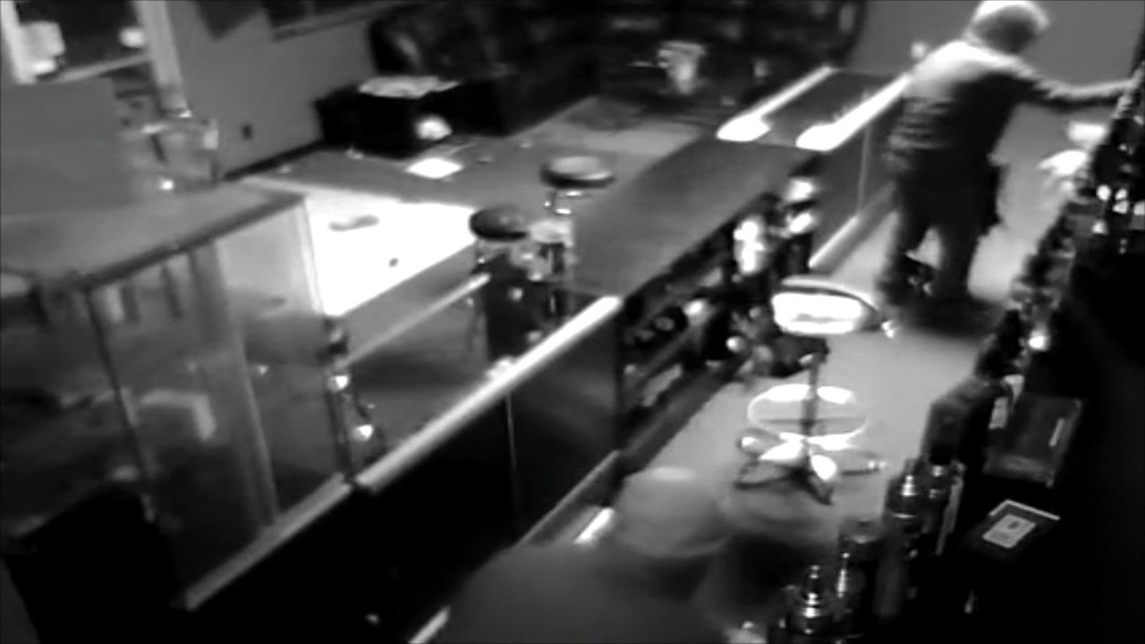 Surveillance video of burglary at Str8 Vaping in Gresham