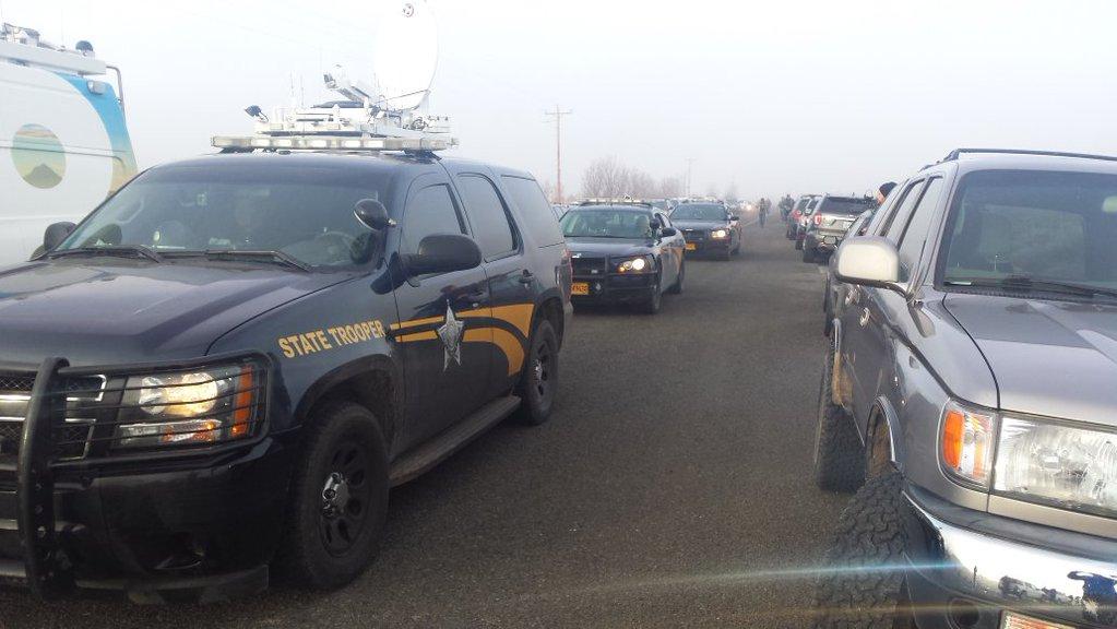 Oregon State Police vehicles arrive at Malheur Nat'l Wildlife Refuge Thursday (Photo: KPTV)
