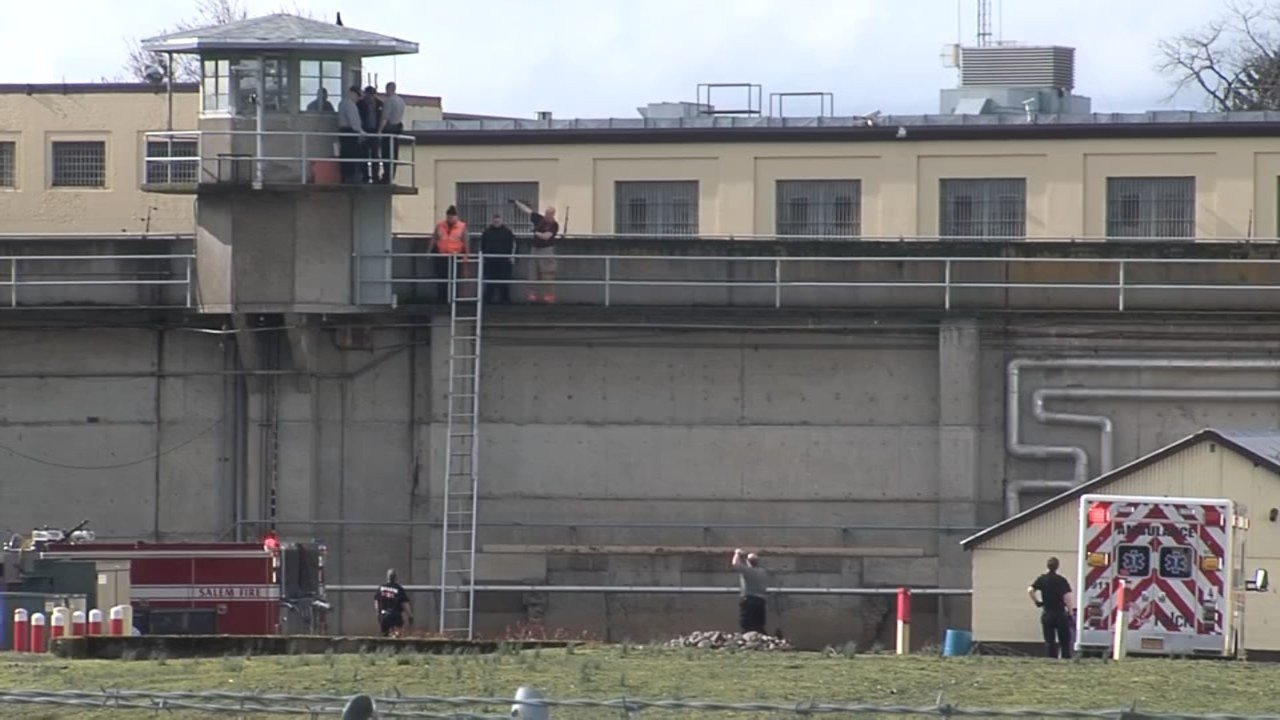 An officer at the Oregon State Penitentiary was injured after accidentally shooting himself.