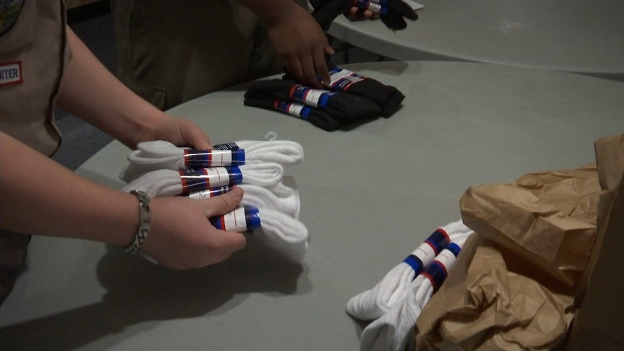 Eagles members and Boy Scouts bagged diabetic socks to give to patients at the Portland VA hospital. (KPTV)