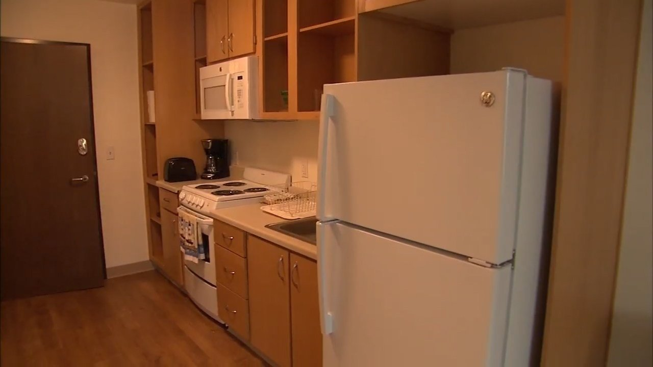 A kitchen at Lincoln Place homeless housing complex in Vancouver (Photo: KPTV)